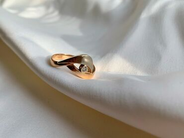 Продаю золотое кольцо с бриллиантом Носила не долго Красное