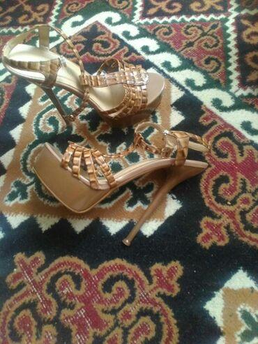 Продаю туфли, босоножки, состояние отличное, 38 размера все, по 300