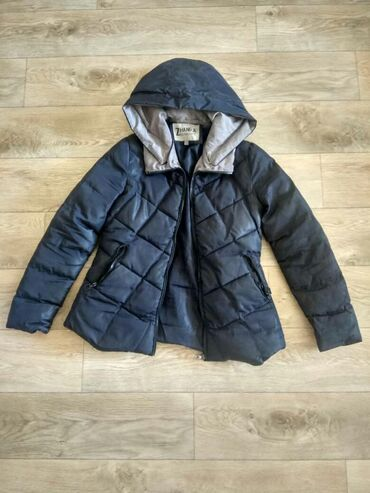 Soft snow coats for sale only for 500soms for girls