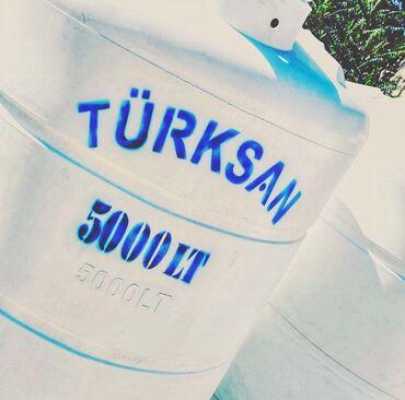 Türksan şirkətinin poleitilendən hazırlanmış su çəni. Dik formalı