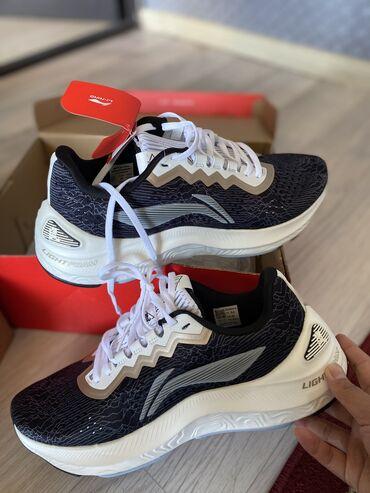 Срочно продаю новые оригинальные кроссовки li-ning. Размер 43 маловери