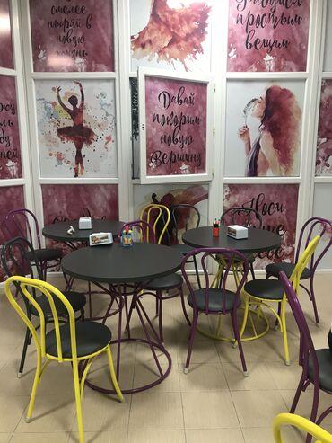 Комплекты столов и стульев - Кыргызстан: Срочно продаю комплект  столов и стульев! 3 стола диаметр 80 двойное