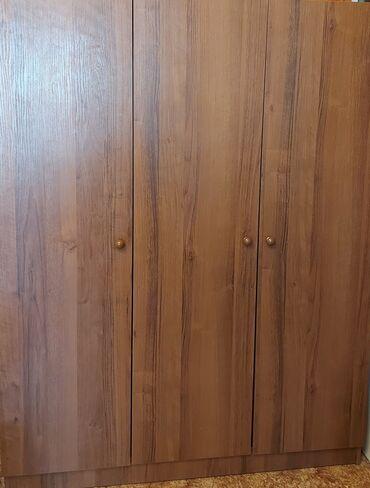 Шкаф 3-х створчатый, цвет орех в отличном состоянии