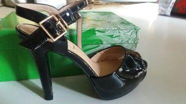 туфли-черные-женские в Кыргызстан: Срочно!Продаю оптом, дешево!!! Женские туфли, босоножки. Арзан баада