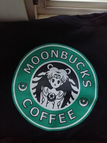 Очень красивая и модная футболка . Состояние : идеальное (практически