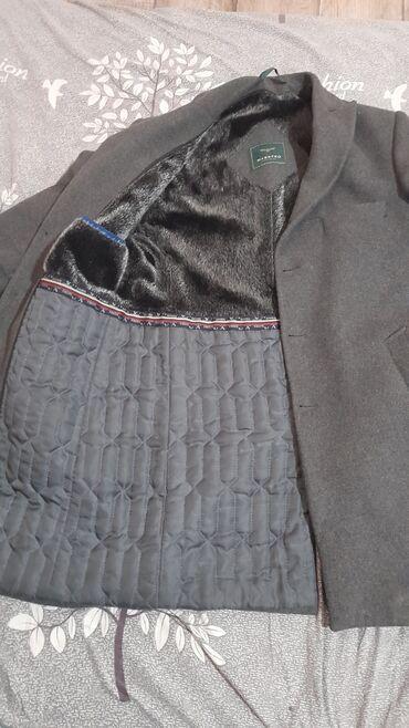 Продам пальто носил всего лишь один сезон  Взял за 8000 отдам за 5000