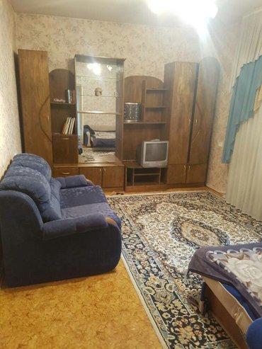 Долгосрочная аренда квартир - Бишкек: Сдаю 1 кв. в 10 мик. 50 кв2. есть вся мебель. 15000 сом + коммунальные