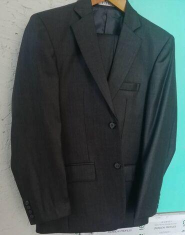 Мужской костюм тёмно серого цвета. 44 размер