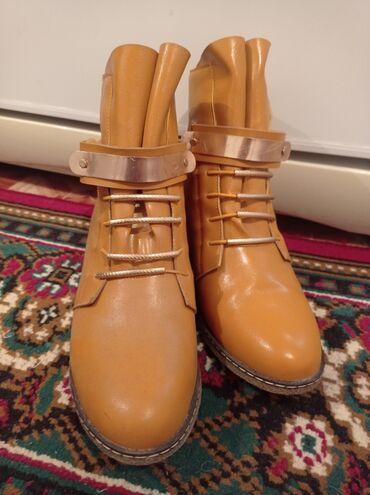 Обувь женская размер 35 . Горчичный цвет. Фирма Мери Кей. Новая размер