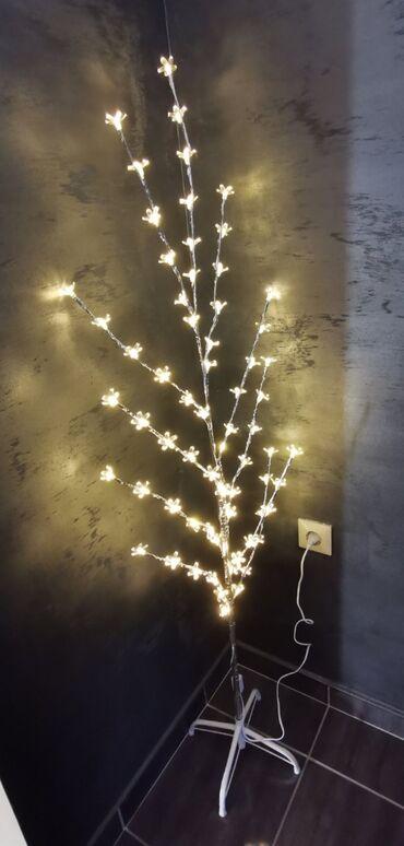 Lampa Svetleće drvce Visina 130cm Cena 1799