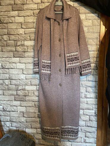 трикотажную кофту в Кыргызстан: 250 сомов! Пальто трикотажное. Размер 48-52. Длинное. Район