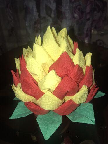 Оформление из салфеток в виде цветов разного вида или по вашему