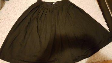 Crna kvalitetna suknja do kolena plisirana br 40 ima postavu - Pozarevac
