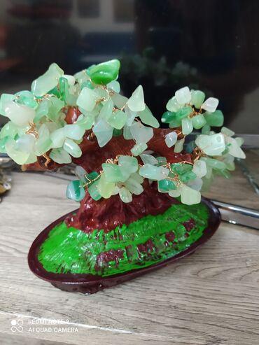 Продаю сувениры( деревцы с натуральными камнями -300 сом