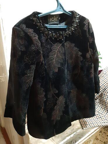 Срочно продаю женский нарядный костюм.Очень стильный, модный. Без