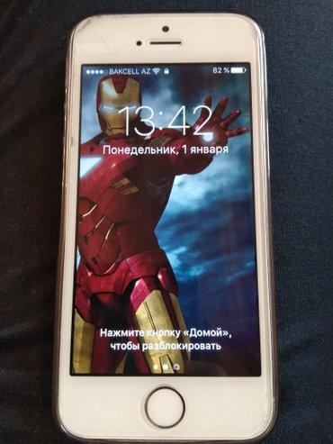 Bakı şəhərində Iphone 5s satilir.Ag rengde.Ustune Amekadan qetirilen nakleykalar vurd
