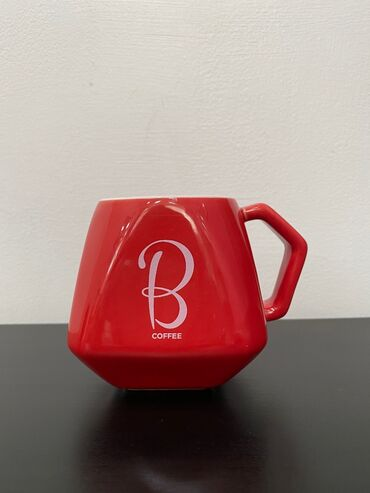 Посуда в Ак-Джол: Фарфоровые кружки для кофе.Цена одной кружки - 300.Цена комплекта из