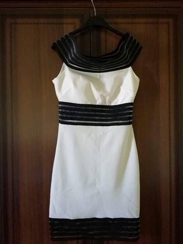 Belo crna haljina sa providnim delovima savršeno ide uz telo, ima - Lajkovac