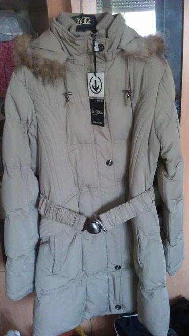 Novo zimska jakna sa kapuljačom. Veličina je L a odgovara i M - Novi Sad