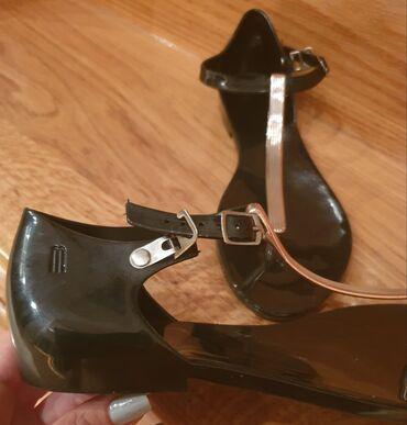 Gume - Srbija: Melissa crne gumene sandale - japanke. Pise broj 40, ali su manje