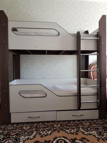Кровати - Кыргызстан: Двухярусная кровать отличного качества. Состояние нового ( практически