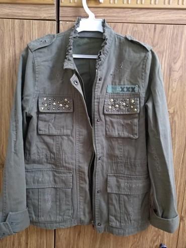 детская джинсовая куртка в Кыргызстан: Джинсовая модная куртка. в отличном состоянии. размер 44-46. цвет