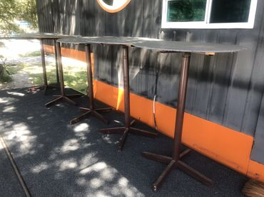 Продаются стоячие столы 1шт.  Высота 1м 6см Диаметр 76,5см