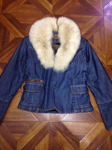 джинсовая куртка с мехом женская в Кыргызстан: Продам новую зимнию джинсовую куртку-парку,очень теплая с натуральным