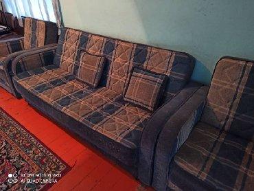 раскладной диван с двумя креслами в Кыргызстан: Продается диван с двумя креслами, б/у