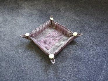 Ukrasna korpica, plitka, dimenzije 20X20X4cm. Izrađena od tekstila, - Beograd