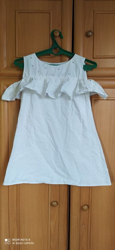 Платья - Джалал-Абад: Белое летнее платье в хорошем состоянии, с открытыми плечами и с