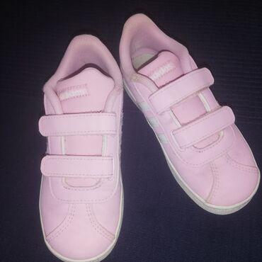 Original adidas, br 27,kratko nošeni, očuvane, bez ostecenja. Kupovino