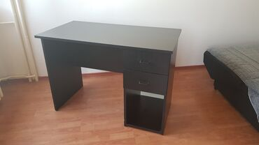 Tableti - Srbija: Radni sto sa dve fioke i prostorom ispod njih, furnir hrast, dobro