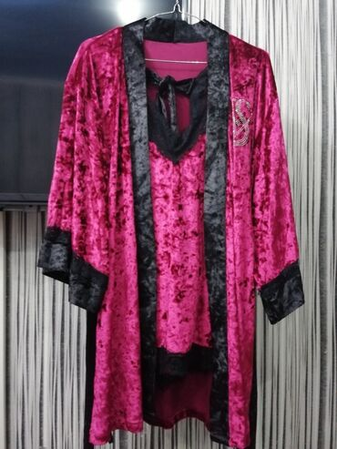 шорти в Кыргызстан: Продаю пижаму новая! Вживую очень красивая, переливается на свету! Ч