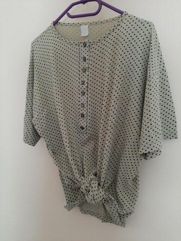 Majica dug - Srbija: Divna tufnasta majica sa dugmicima. Vel L