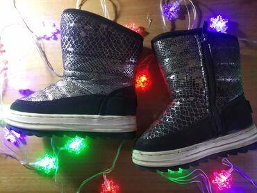 Продам обувь б/у в отличном состоянии для девочки. Черные сапожки зима