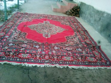 продаю большой ковер. (шерсть)размер 6×5 пишите в Бишкек