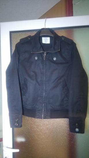 Crna jaknica. Iz H&M radnje. Velicina 38. - Kragujevac