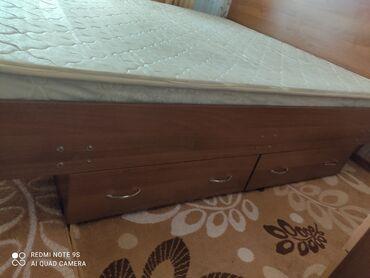 Продаю мебель спальняя кровать 2/180метр трельяж с зерколом комод веще