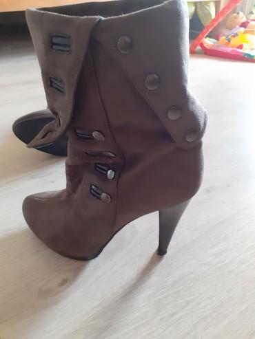 Ženska obuća   Vrbas: Kao nove,broj 38.Jednom obuvene,bez tragova nosenja