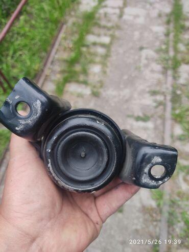 Транспорт - Каирма: Подушка на двигатель д4 правая Тойота калдина .состояние как новая.не