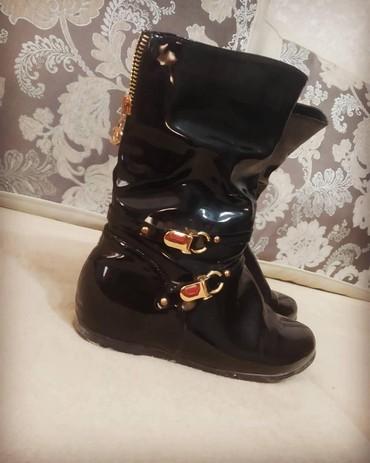 Другая женская обувь - Сокулук: Сапоги женские. черный лак. Деми утеплённые. 37 размер. можем