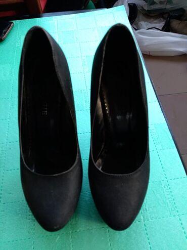| Mladenovac: Cipele sa platformom,broj 38.Koriscenesa ostecenjima koja se vide na