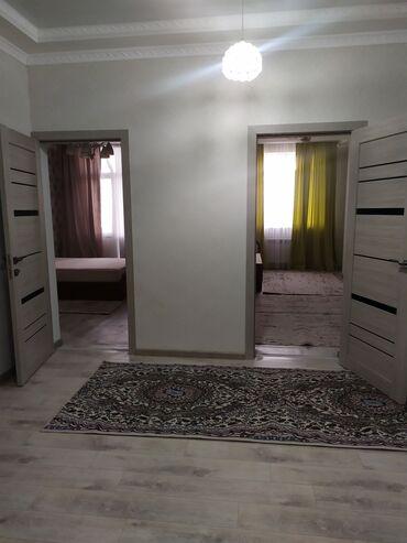 Долгосрочная аренда квартир - С мебелью - Бишкек: Сдается 3 ком квартира 101 кв, новая квартира, с мебелью депозит 30