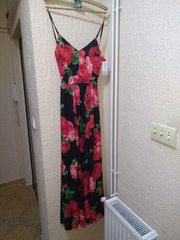 Nova, dugačka haljina sa šlicevima. Univerzalna veličina. Dužina oko