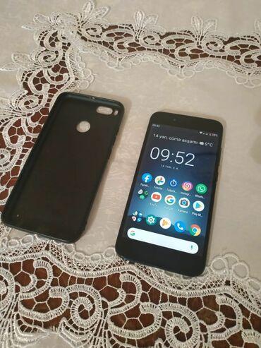 xiaomi зарядка в Азербайджан: Б/у Xiaomi Mi A1 4 ГБ Черный