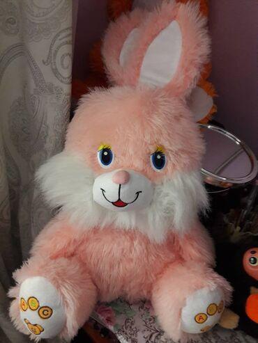 Заяц. Мягкая игрушка, длина 61 см. Находятся в мрн. Аламедин-1