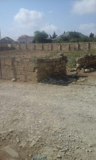 Bakı şəhərində Fatmayı kendı erazısınde 4 terefı hasarlı torpaq sahesı.