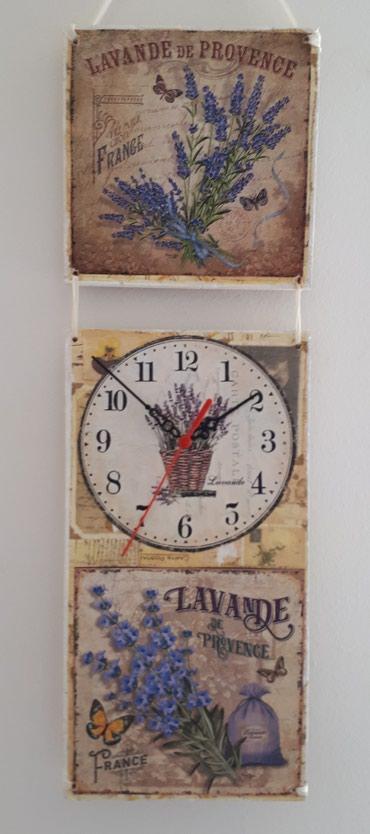 Drveni zidni sat dimenzija 17x53 cm. Sat je nekoriscen sa novim - Vrsac