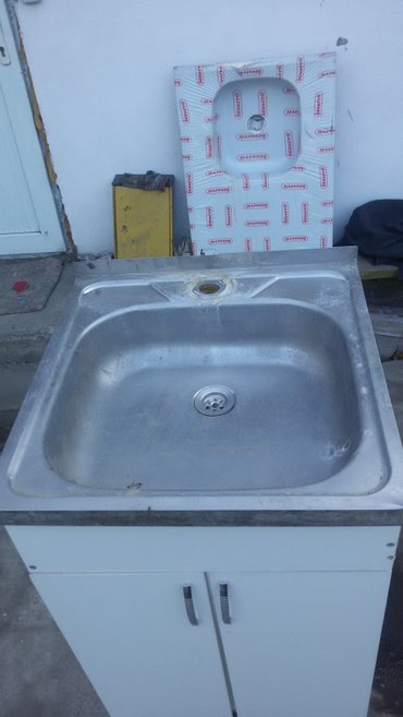 1580 сом тумбочка с мойками 50*50 см  мойка б/у тумбочка новый ул. в Бишкек